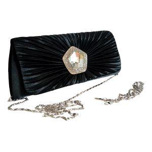 Яркий клатч для выхода в свет черного цвета с украшением по центру