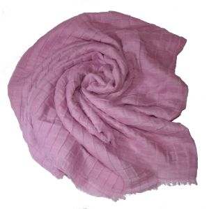 Розовый шелковый платок жатый