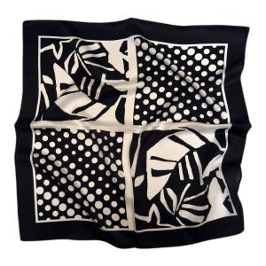 """Молодежный шейный платок из натурального шелка """"Черное и белое"""""""