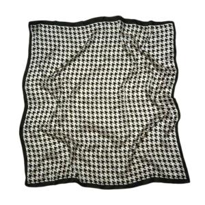 Стильный платок из натурального шелка