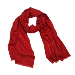 Яркий однотонный шерстяной шарф винного цвета