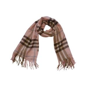Теплый шарф в клетку нежно-розового цвета