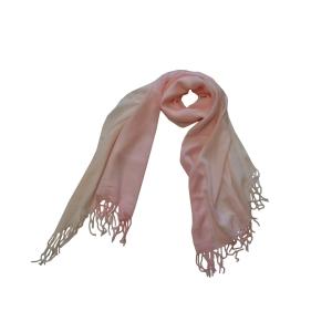 Шарф двухцветный нежно-розового цвета