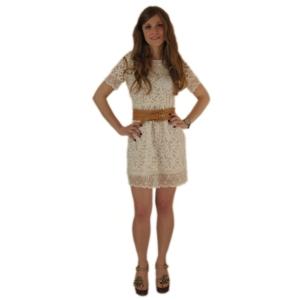 Короткое белое гипюровое платье