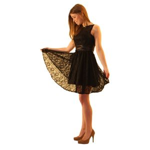 Короткое чёрное гипюровое платье